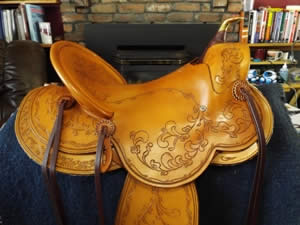 3B Visalia-style old-timer saddle with polished wood horn